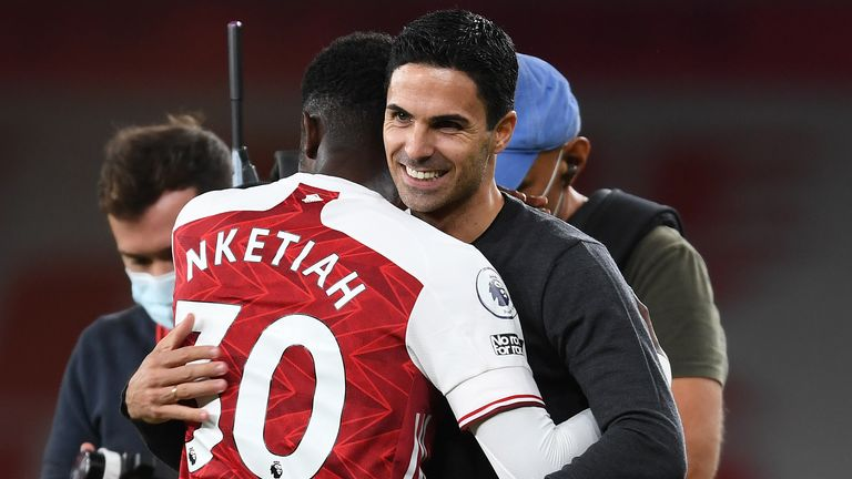 Mikel Arteta celebrates with Eddie Nketiah