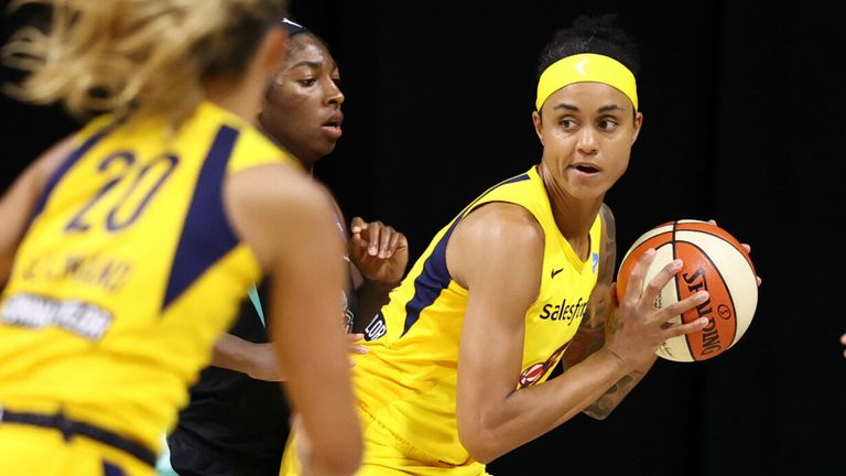 Candice Dupree posts up against the New York Liberty