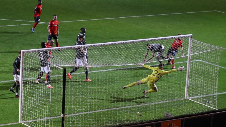 Dean Henderson produced a vital save to deny Tom Lockyer with the score 1-0