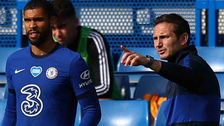 Chelsea head coach Frank Lampard gives instructions to Ruben Loftus-Cheek