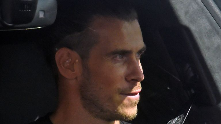 """Real Madrid's Welsh midfielder Gareth Bale arrives at the Tottenham Hotspur training ground in north London on September 18, 2020, as steps to secure Spurs' former player on loan continue. - Gareth Bale is """"close"""" to sealing a sensational move back to Tottenham, the player's agent Jonathan Barnett said on Wednesday, seven years after joining the Spanish giants from Spurs for a world record fee."""