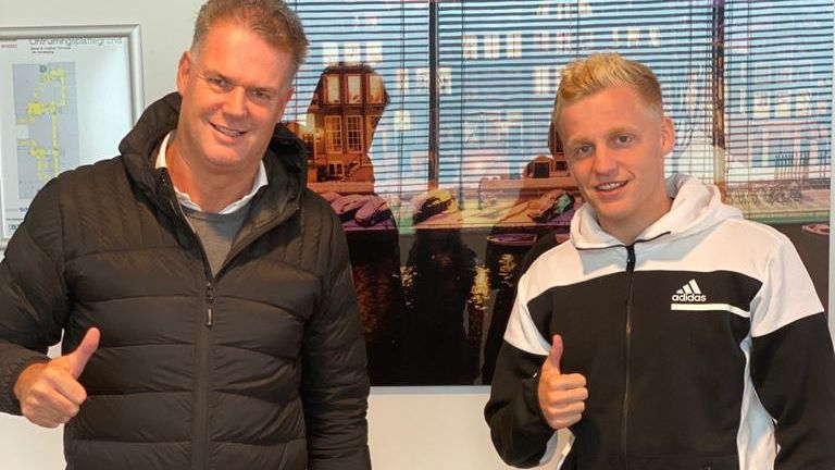 Van de Beek pictured with his agent Guido Albers