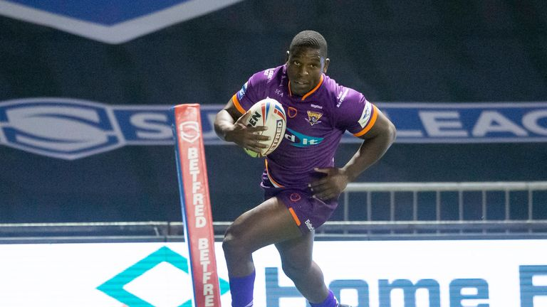 Jermaine McGillvary scores his first try against Castelford.