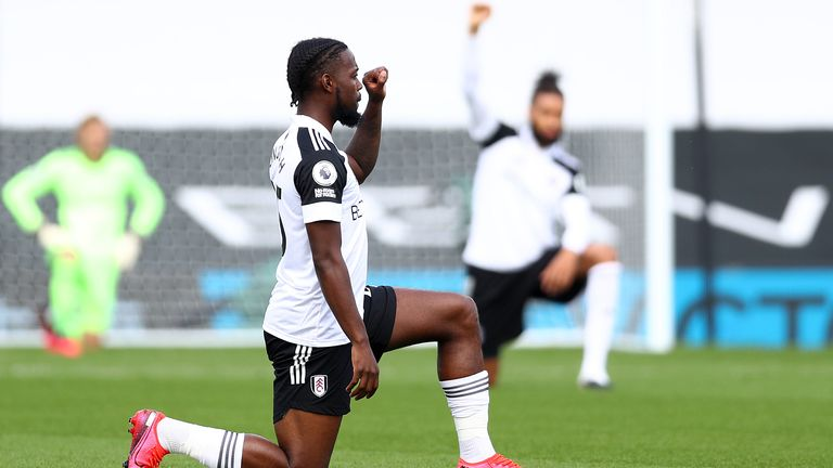 Josh Onomah takes a knee before kick-off at Craven Cottage