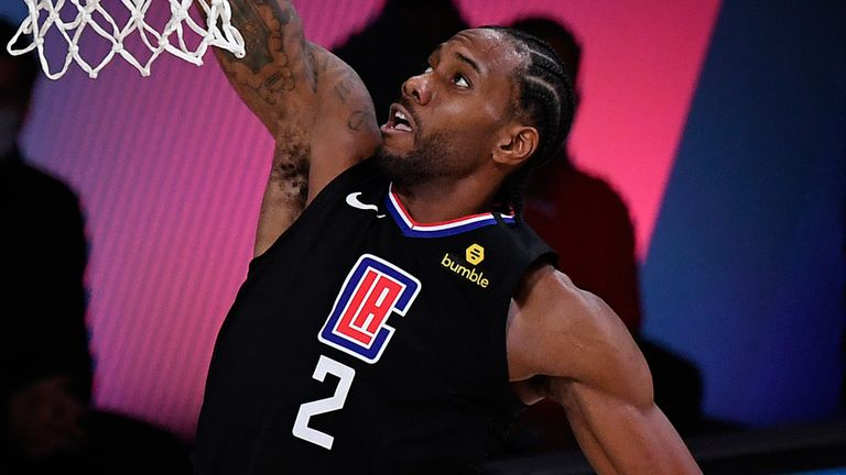 Kawhi Leonard scores with a dunk in the Clippers' Game 1 win over the Nuggets