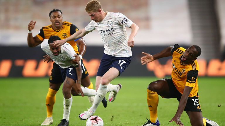 Kevin De Bruyne skips past the challenge of Willy Boly