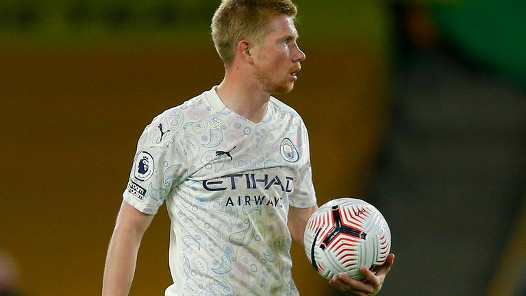 Kevin De Bruyne of Manchester City prepares to take a penalty kick during the Premier League match between Wolverhampton Wanderers and Manchester City at Molineux on September 21, 2020 in Wolverhampton, England.