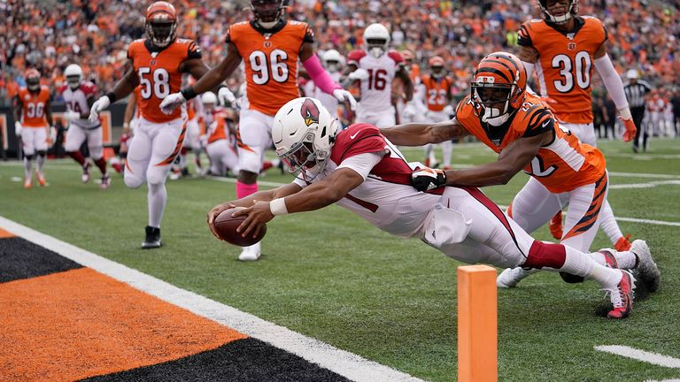 Murray dives for the end zone against the Cincinnati Bengals