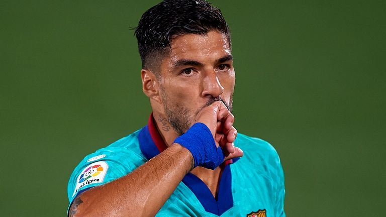 VILLAREAL, SPAIN - JULY 05: Luis Suarez of Barcelona celebrates after scoring a goal during the Liga match between Villarreal CF and FC Barcelona at Estadio de la Ceramica on July 5, 2020 in Villareal, Spain. (Photo by Pablo Morano/MB Media/Getty Images)