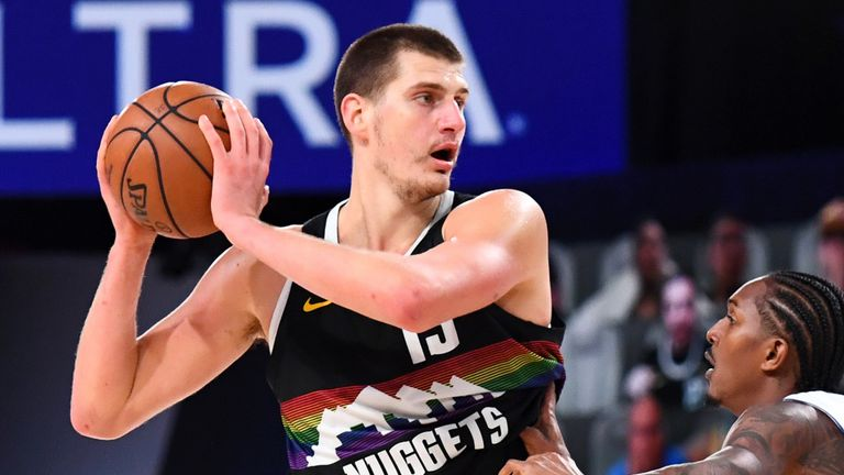 Nikola Jokic controls possession during the Nuggets' Game 6 win over the Clippers