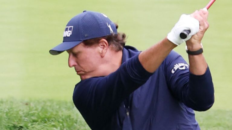 Mickelson slumped to 13 over at Winged Foot and missed the cut by a distance