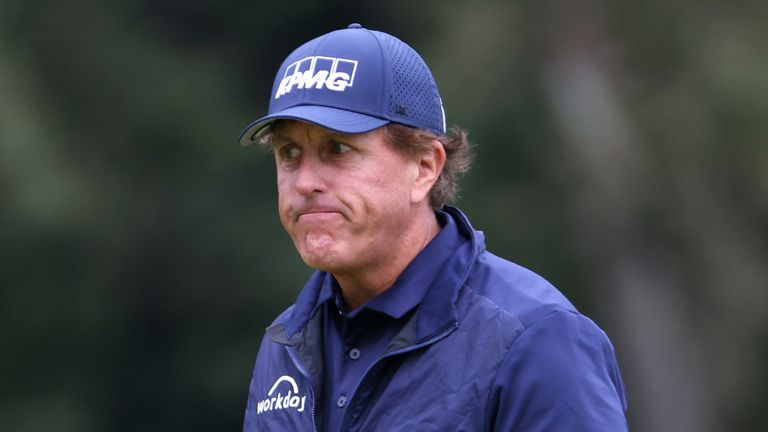Phil Mickelson has said he would not accept a special invite to future US Opens
