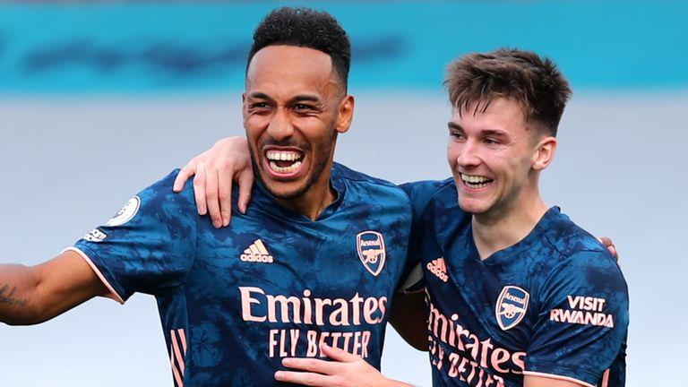 Pierre-Emerick Aubameyang celebrates with team-mates after scoring Arsena's third goal