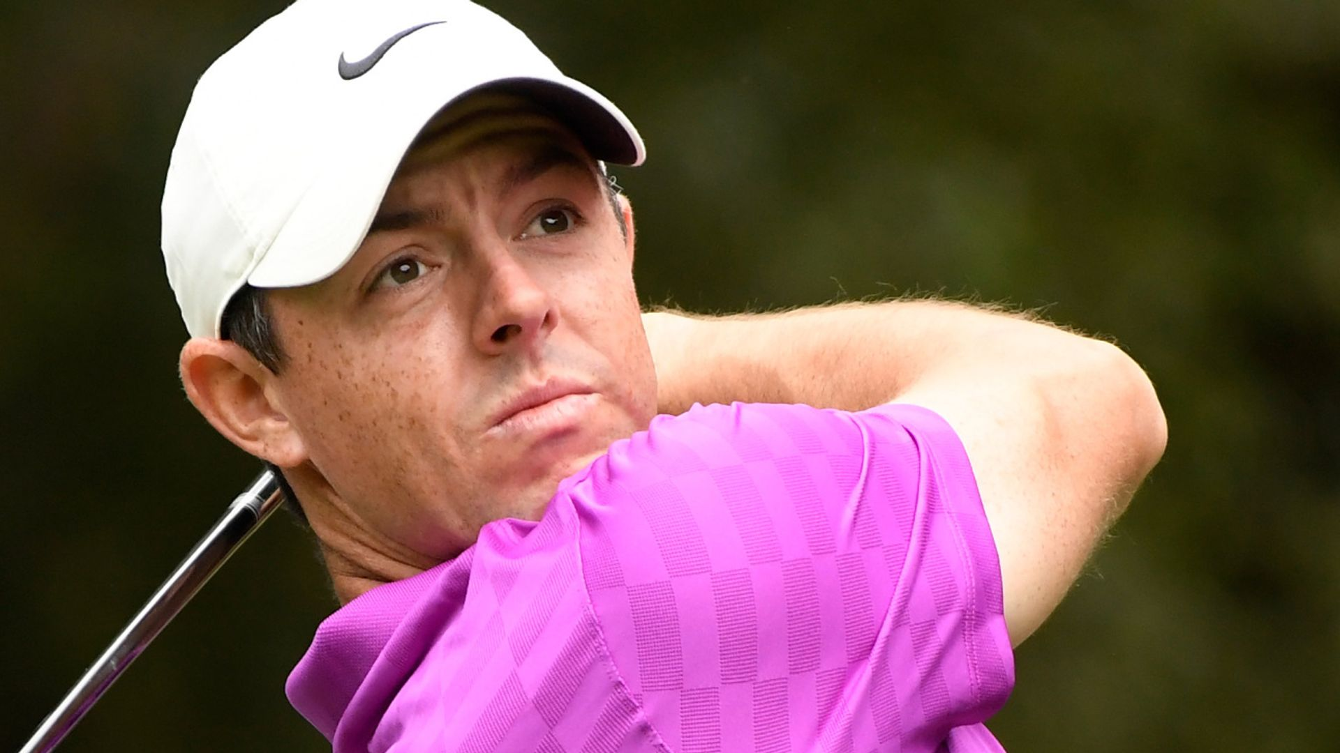 McIlroy snaps club in anger!