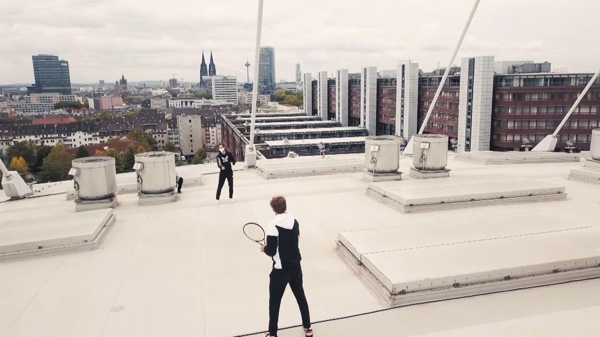 Murray, Zverev play stadium rooftop tennis