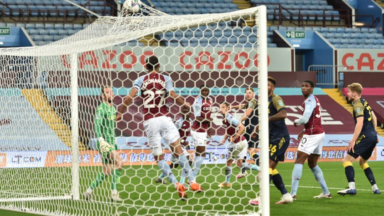 Ahmed Elmohamady can't prevent Vokes' header from finding the net