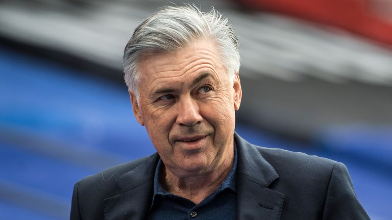 LONDON, ENGLAND - SEPTEMBER 26: Manager Carlo Ancelotti of Everton looks on during the Premier League match between Crystal Palace and Everton at Selhurst Park on September 26, 2020 in London, United Kingdom. (Photo by Sebastian Frej/MB Media/Getty Images)