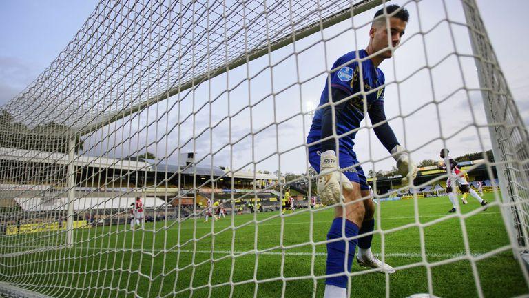 It was a difficult afternoon for VVV-Venlo goalkeeper Delano van Crooij