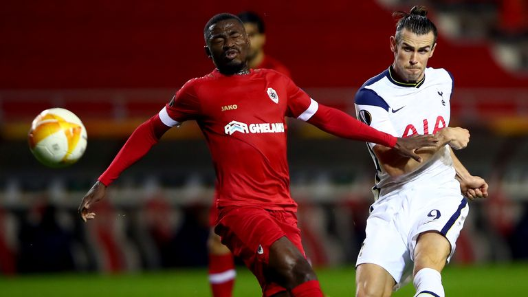 ANTWERPEN, BELGIUM - OCTOBER 29: Gareth Bale of Tottenham Hotspur is challenged by Martin Hongla of Royal Antwerp during the UEFA Europa League Group J stage match between Royal Antwerp and Tottenham Hotspur at Bosuilstadion on October 29, 2020 in Antwerpen, Belgium.