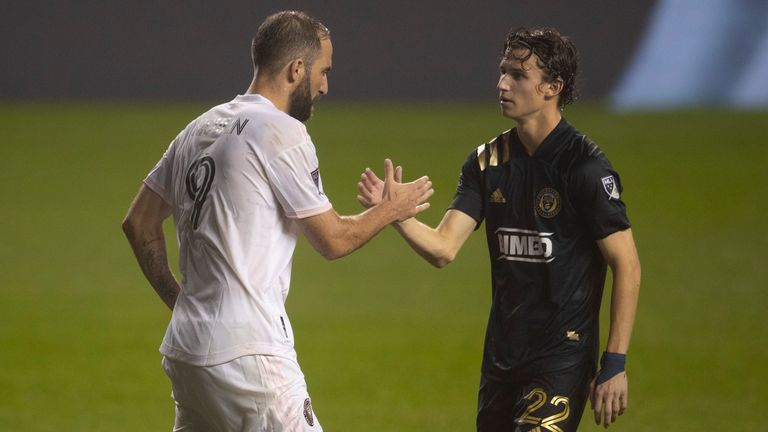 Aaronson shaking hands with Gonzalo Higuain as Philadelphia Union faced Inter Miami.