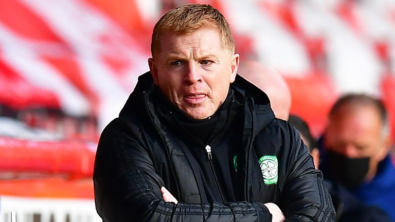 ABERDEEN, SCOTLAND - OCTOBER 25: Neil Lennon, Manager of Celtic looks on during the Ladbrokes Scottish Premiership match between Aberdeen and Celtic at Pittodrie Stadium on October 25, 2020 in Aberdeen, Scotland. Sporting stadiums around the UK remain under strict restrictions due to the Coronavirus Pandemic as Government social distancing laws prohibit fans inside venues resulting in games being played behind closed doors. (Photo by Mark Runnacles/Getty Images)