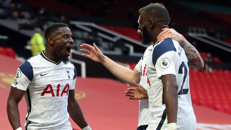Serge Aurier is congratulated by his Spurs teammates after making it 5-1