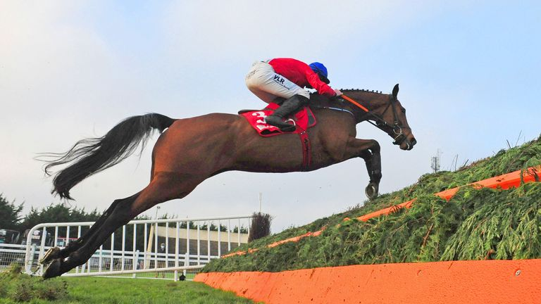 Envoi Allen ridden by Jack Kennedy win the BARONERACING.COM Drinmore Novice Steeplechase at Fairyhouse