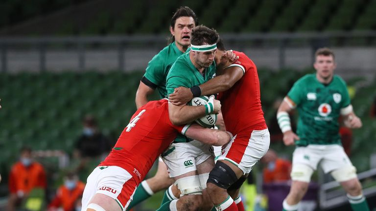 Caelan Doris carries into the tackles of Will Rowlands and Taulupe Faletau
