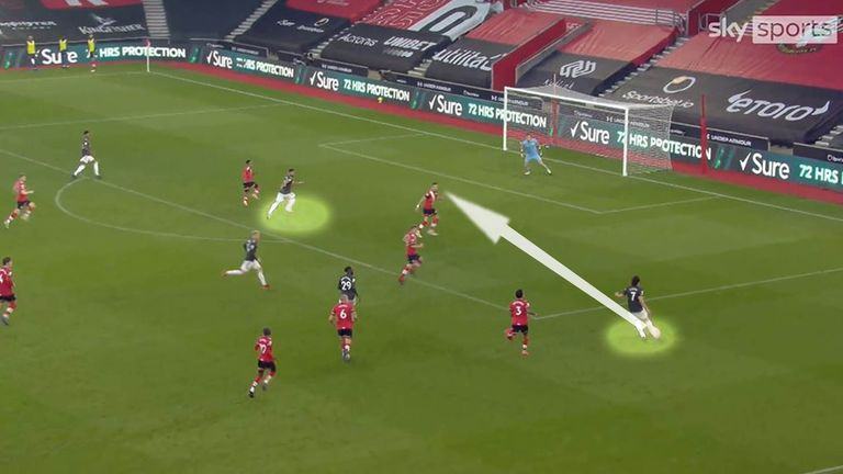 Edinson Cavani crosses for Bruno Fernandes to pull one back for Manchester United at Southampton