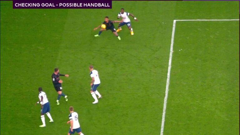 Gabriel Jesus handball