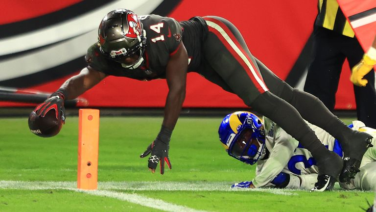 Chris Godwin #14 of the Tampa Bay Buccaneers scores on a 13-yard pass during the fourth quarter in the game against the Los Angeles Rams