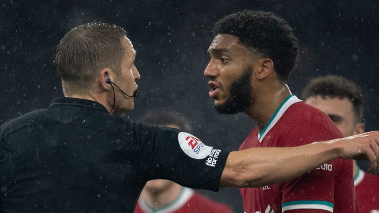 MANCHESTER, ENGLAND - NOVEMBER 08: Joe Gomez and Jordan Henderson of Liverpool complain to the referee Craig Pawson fafter he awards a penalty for handball during the Premier League match between Manchester City and Liverpool at the Etihad Stadium on November 8, 2020 in Manchester, United Kingdom. Sporting stadiums around the UK remain under strict restrictions due to the Coronavirus Pandemic as Government social distancing laws prohibit fans inside venues resulting in games being played behind closed doors. (Photo by Visionhaus) *** Local Caption *** Joe Gomez; Jordan Henderson; Craig Pawson