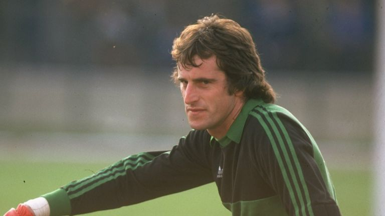 Former England goalkeeper Ray Clemence has died at the age of 72.