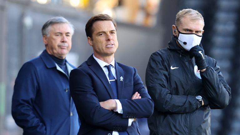 Scott Parker on the touchline during Fulham's game against Everton