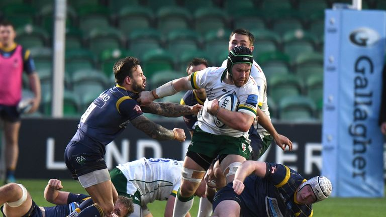 Sean O'Brien fends off a challenge by Francois Hougaard