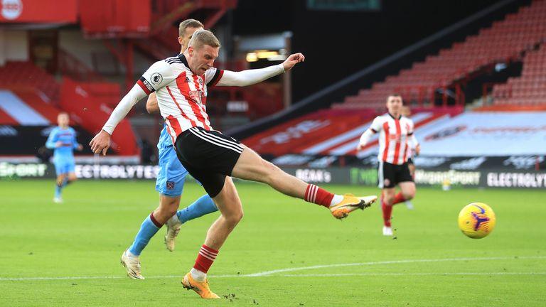 Oli McBurnie shoots on goal during Sheffield United's defeat to West Ham