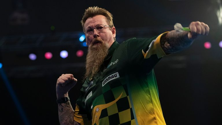 Simon Whitlock stunned Michael van Gerwen and fired 20 maximum 180s on his way to a thrilling victory at the Grand Slam of Darts