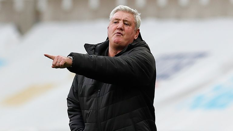 Steve Bruce on the touchline vs Chelsea