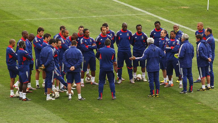 KNYSNA, SOUTH AFRICA - JUNE 21: French coach Raymond Domenech speaks to his team at a France training session during the FIFA 2010 World Cup at Pezula Field of Dreams on June 21, 2010 in Knysna, South Africa. (Photo by Mark Kolbe/Getty Images)