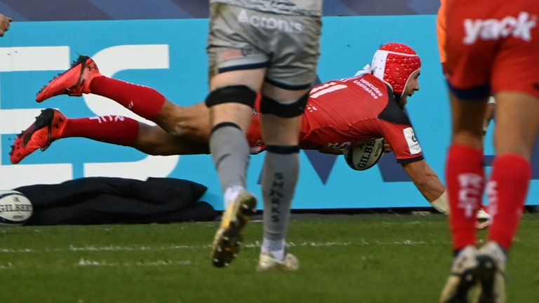 Gabin Villiere scored one of two Toulon tries as they beat Sale in the Champions Cup