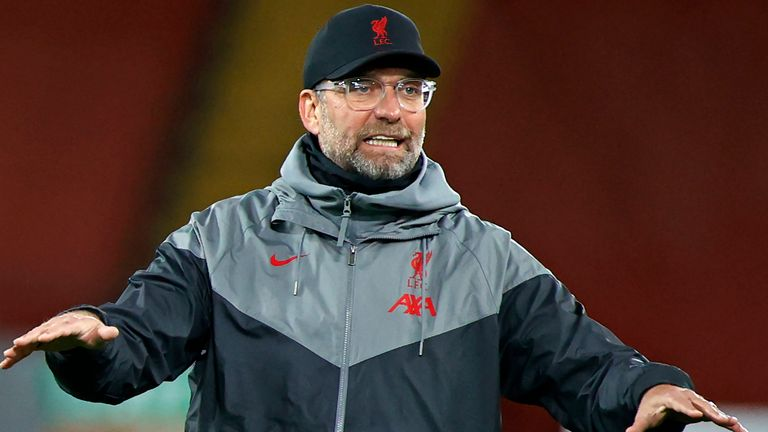 Liverpool manager Jurgen Klopp plays padel with his coaches
