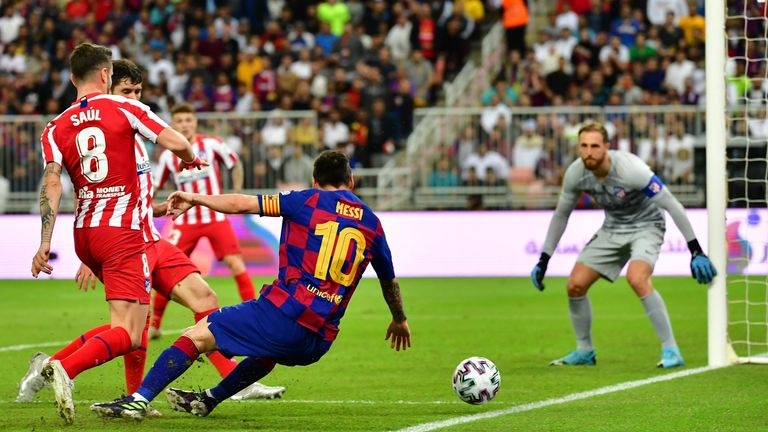 Atletico Madrid's Slovenian goalkeeper Jan Oblak (R) watches as Atletico Madrid's Spanish midfielder Saul Niguez (L) marks Barcelona's Argentine forward Lionel Messi (C) during the Spanish Super Cup semi final between Barcelona and Atletico Madrid on January 9, 2020, at the King Abdullah Sport City in the Saudi Arabian port city of Jeddah