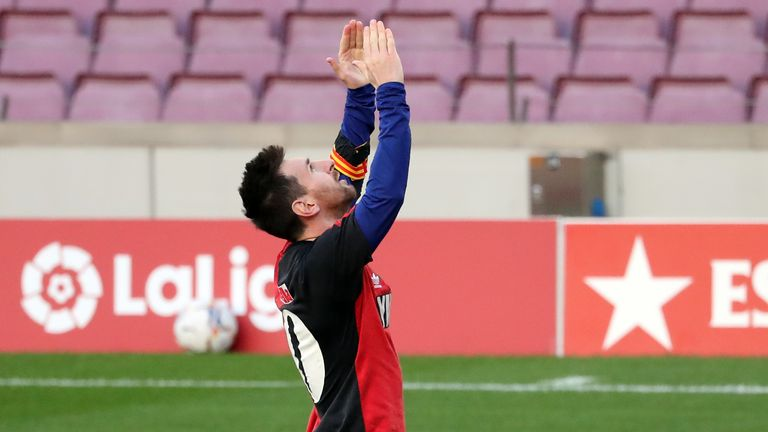 Lionel Messi pays tribute to the late Diego Maradona by revealing a Newell's Old Boys shirt after scoring for Barcelona