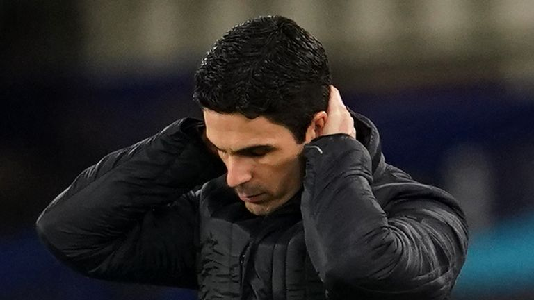 Mikel Arteta looks frustrated during Arsenal's 2-1 defeat to Everton at Goodison Park