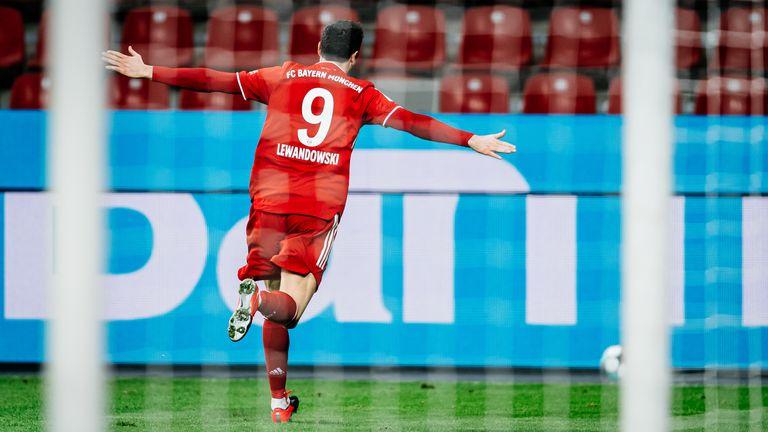 Robert Lewandowski moved onto 17 Bundesliga goals in 12 games