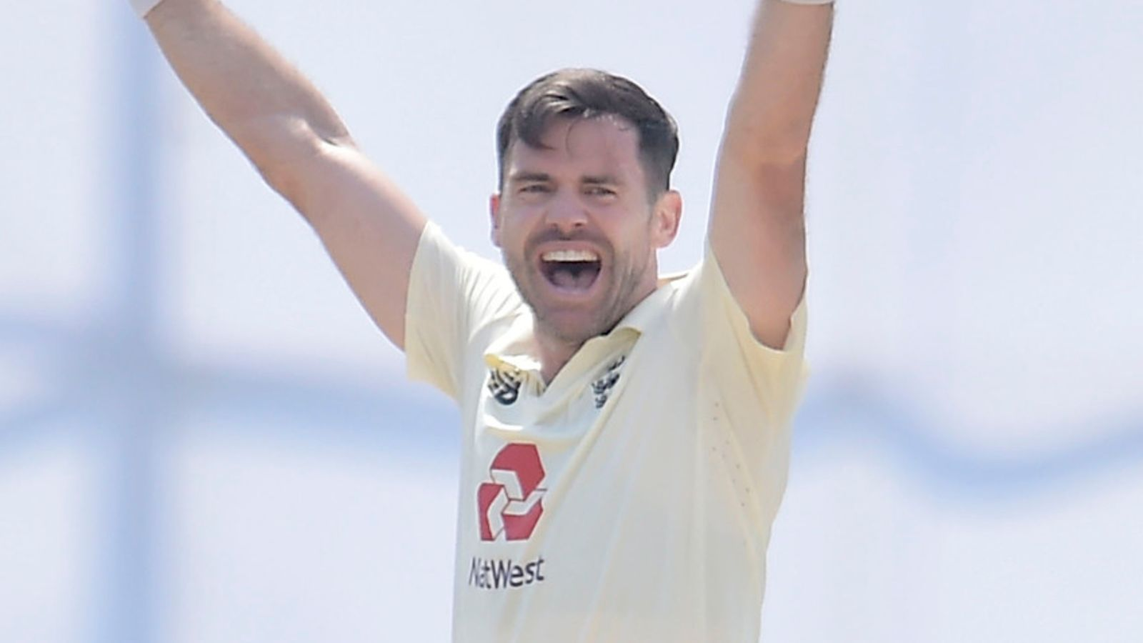 Anderson, Root shine for England in Galle