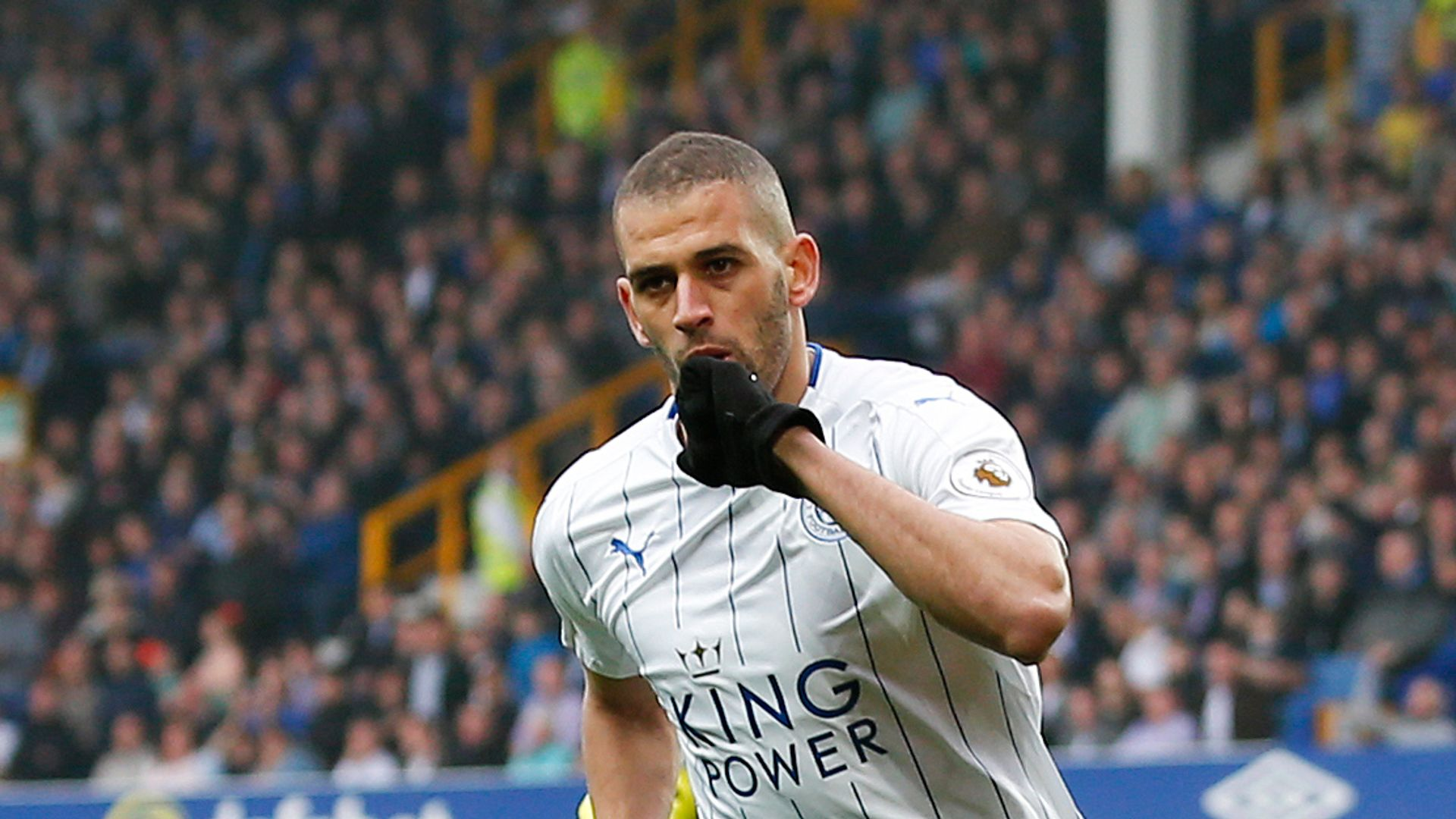 Slimani seals Lyon move from Leicester