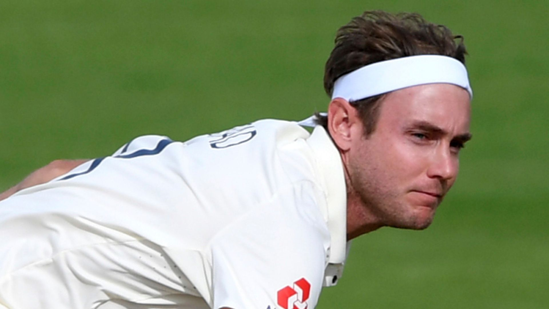 England reduce Sri Lanka to 65-3 at lunch on day one first Test as Stuart Broad strikes twice