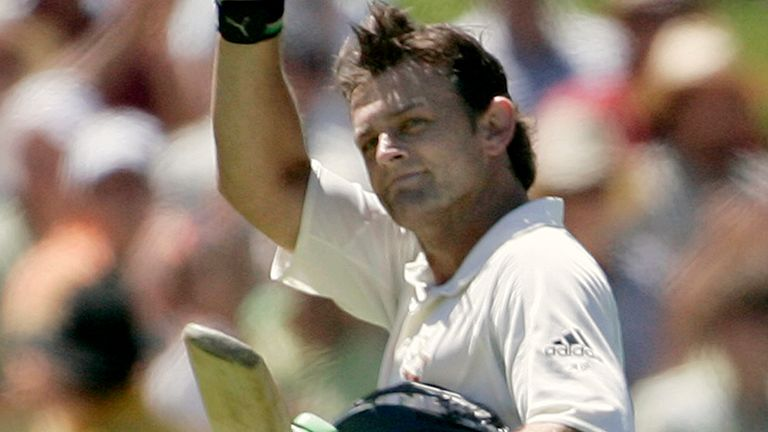 Adam Gilchrist's typically swashbuckling innings helped steer Australia 2002 to a series-levelling win