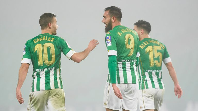 Borja Iglasias' double put Real Betis into the fifth round